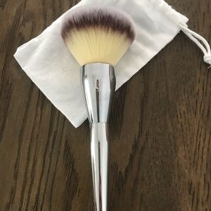 IT All Over Powder Brush 211